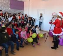 """""""La fiecare copil vine Moş Crăciun"""", serbări organizate pentru copiii clujeni din școlile speciale"""