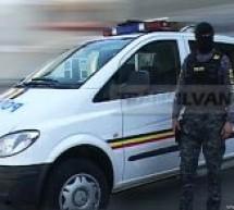 Un tânăr din Florești, care a rănit grav un jandarm pe Cluj Arena, luat cu mascații de acasă
