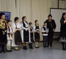 """Tradiționalul """"Joc la șură"""", prezentat elevilor din comuna clujeană Mihai Viteazu"""