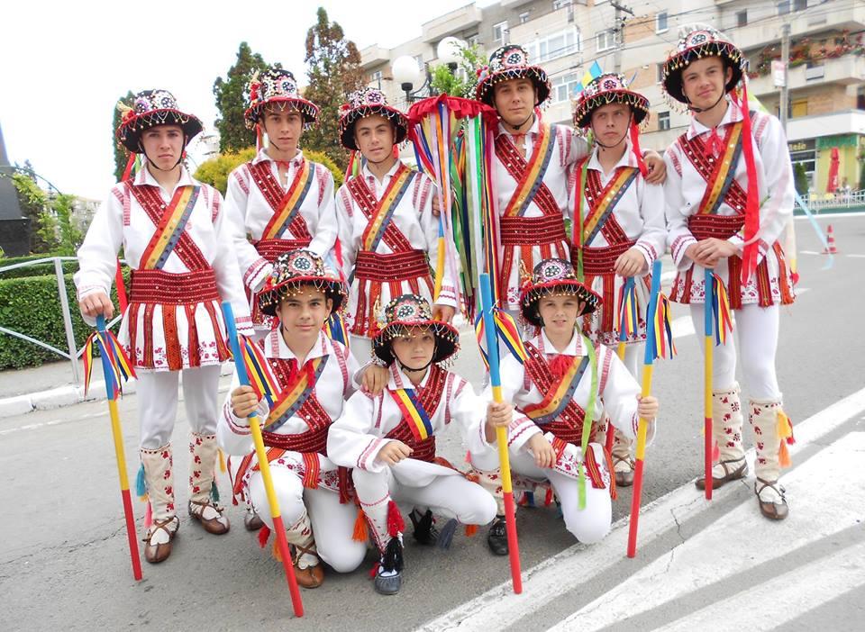 """Ansamblul folcloric ,,Mugurelul"""", la cea de a 47- a ediţie a Festivalului Internaţional ,,Căluşul Românesc"""""""