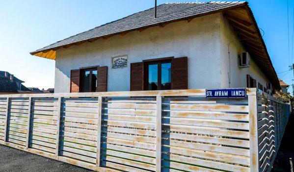 """Incursiune în istoria locală, la Muzeul """"Prima Școală Română – 1879"""" din Câmpia Turzii"""
