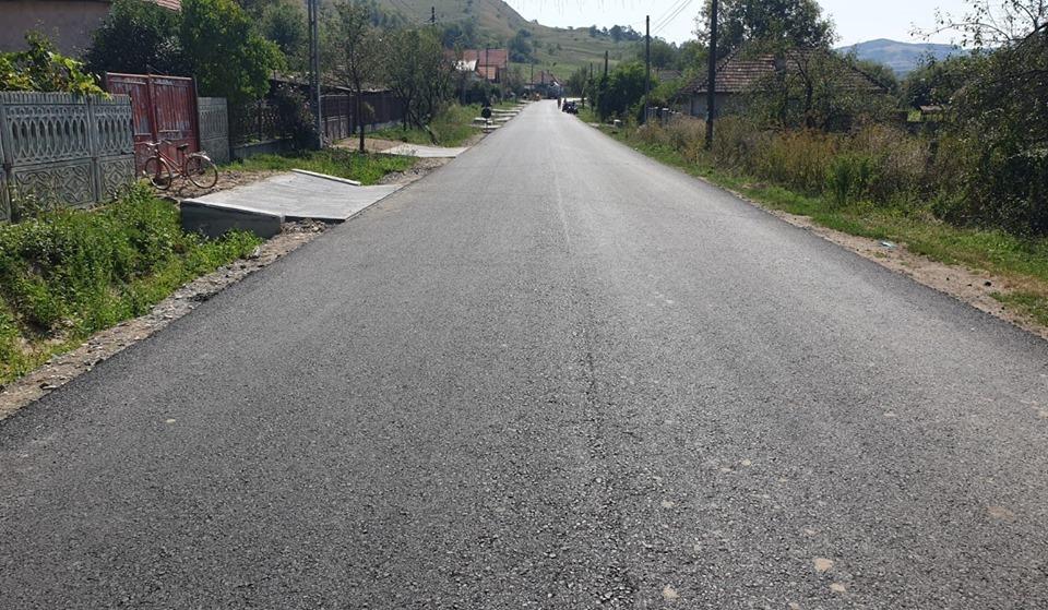 S-a finalizat asfaltarea între localitățile Borșa și Vultureni
