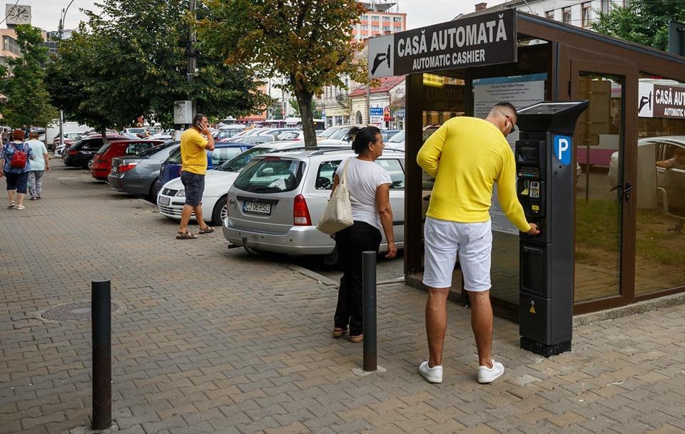 Parcometre noi și aplicație de plată pentru parcările cu barieră din Piața Unirii și Piața Mihai Viteazul din Cluj-Napoca